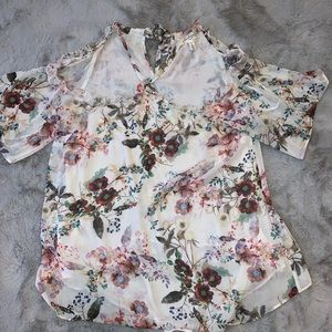 Dressy floral maternity top! NWOT